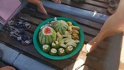 Früchteteller am Boot