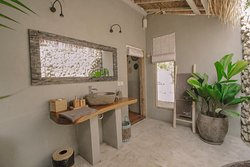 Open air bathroom of the Deluxe Bungalows