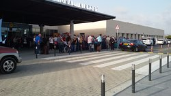 do not wait for a taxi at the airport! have the taxi driver wait for you!