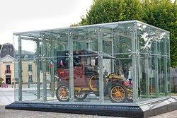 Le taxi exposé à Gagny.