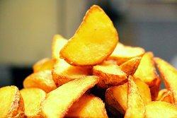М-М-М! Наши картофельные дольки всегда хрустящие снаружи и сочные внутри
