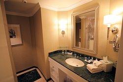 Boston Harbor Hotel - Bathroom Interior - October 2019