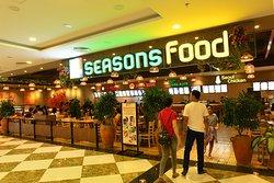 Khu ẩm thực Four Seasons Food.  Địa chỉ: Tầng 3, Vincom Plaza, 122 Đường Mười Sáu Tháng Tư, Phan Rang - Tháp Chàm, Ninh Thuận.
