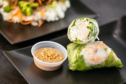 Vietnamese Spring Roll with Peanut Sauce