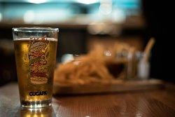 Una amplia variedad de cervezas nacionales e importadas