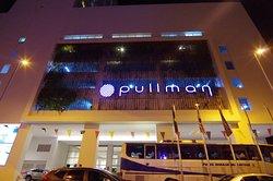 Pullman in the night