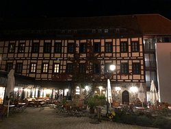 Hotel Bourg Colmberg - outside at night