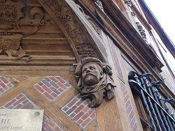 """Maison """"Le Vieux Logis"""" au 8 Place de la Rougemare (détail)"""
