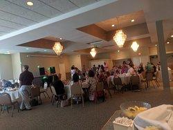 Banquet room that seats 40-170 guests