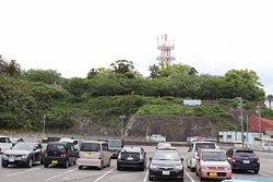 ミキモト真珠島の駐車場側から見た城跡
