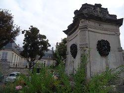 L'Hôtel de Barral vu de la fontaine sur la place