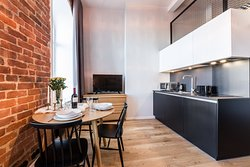 TV, kitchen and dining area of Best Apartments - Mere loft