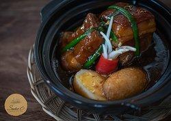 Thịt kho hột vịt. Braised pork with eggs.
