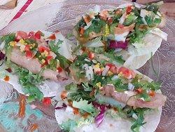Tapa ganadora en Califato Gourmet. Taco de atún tempurizado con pico de gallo y algas
