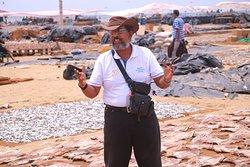 guide explain about dry fish market negombo