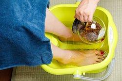 狭山茶を使った足湯をやっております。 お茶を入れることにより、肌の潤い、殺菌、消臭効果をもたらします。
