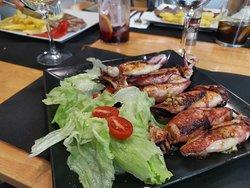 Menú diario por 10€. Incluye pan, bebida, postre y café. #pielcanelagastrobar #tubarenvalladolid #noslocurramos #valladolid #vivirlavida #paseozorrilla #cercacorteingles #callehipica13 #tapeo #picoteo #desayunos #desayunosricos #comidacasera #cuatrodemarzo #estrellagalicia #menudeldia #menudiario #promocion #evento