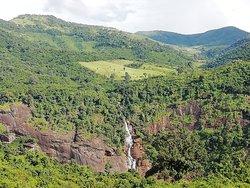 Smaller of Duduma waterfalls...