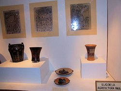 El museo dispone de una gran variedad de vasos ceremoniales o Keros