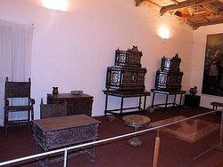 Se exhiben tambien algunos muebles de la epoca colonial