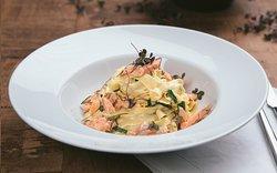 Fettuccini cremoso de salmão defumado