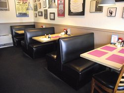 NH - LACONIA - UNION DINER - BOOTH SEATING IN THE ADDITION