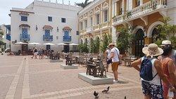 Recorrer las callecitas que rodean la plaza Santo Domingo es un viaje al pasado.... lleno de historia.