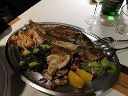 Bene la griglia di pesce, meno gli antipasti