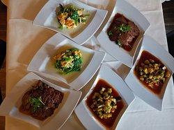 Gurkensalat. Spinatsalat.  Rosen Beef