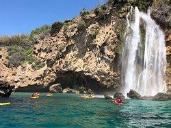Cascada de maro en Kayak. Estado d ela cascada en epoca de lluvia. Otoño, invierno. Descubre con Educare Aventura