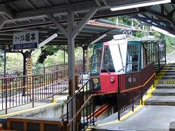 ケーブル坂本駅に停車中の「縁号」
