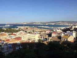 L'hotel, la piscina,la vista dalle camere sul mare