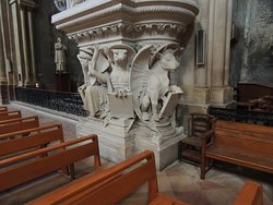 Pulpit with Jphn/Eagle and Luke/Ox figures.