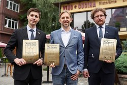 From 2016 every year Vino e Cucina receives the Best Award of Excellence or 2 Glasses from Wine Spectator.