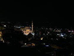 Прекрасный вид на мечеть, Босфор и на панораму города в целом!