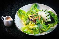 Green salad (mixed of green salad served with vinaigrette dressing)