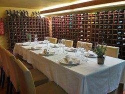 Menús especiales para tus celebraciones y amplia vinoteca