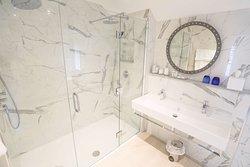 christchurch harbour hotel cottage double room bathroom