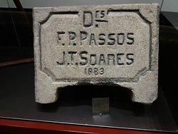 Pedra de identificação dos engenheiros de construção.