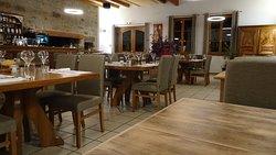 Venez découvrir notre cuisine de terroir généreuse à l'Auberge de Marols