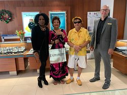 Welcome to the Diamonds International family and congratulations on your purchase! Thank you for celebrating with Diamonds International St Thomas! #UsvirginIslands #shopping #celebratinglife #diamondsinternational #stthomas #mainstreetstthomas