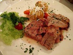 второе - свинина с картофелем и овощами