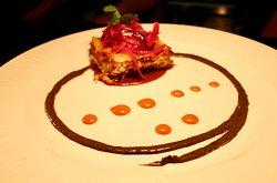 Jornadas mexicanas- Pastel de cochinita pibil con crema de frijoles.