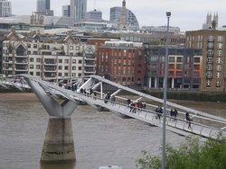 detalle del Millenium Bridge