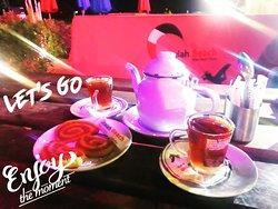 في #دعيه_بيتش السهرة تحلى مع اجمل براد شاي عربي على البحر