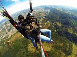 A Jeep Tour Poços de Caldas te leva para Voos Duplos de Paraglider
