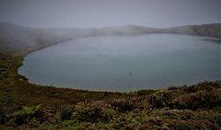 See in leichten Nebel