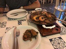 Paella de bacalhau e camarões