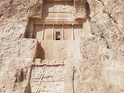 Aunque recuerdan a Petra,son muy diferentes y muchoa mas antiguas