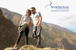 Couple travel to the Sacred Valley - Cusco, Peru